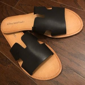 RONNIE BLACK SLIDE SANDALS